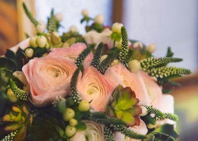 bouquet-fleurs-roses-colorees