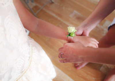 bracelet-rose-blanche-fleur-albi-fleuriste