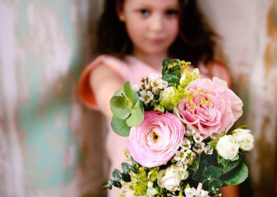 fille-bouquet-fleurs-mariage